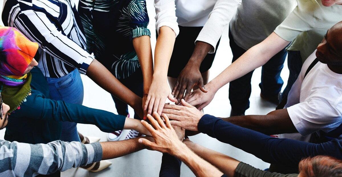 Hands_together_Diversity_hero